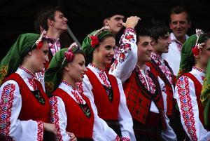 Utländska inslag. Svetlina har rest från Bulgarien till Rättvik för en vecka med dans och musik. Foto:Christian Larsen