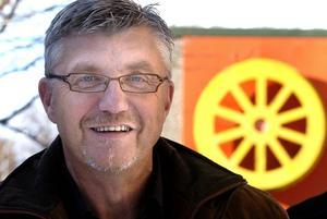Stiven Wiklund (S) är nöjd efter att avtalet med Åfas vd Joakim Persson har förlängts.