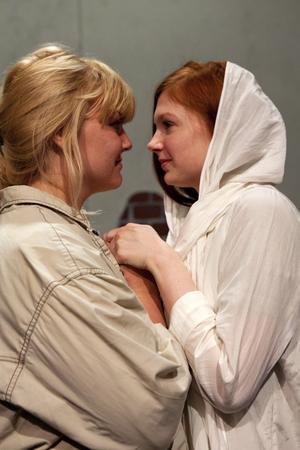 Romeo och Juliet handlar om ett lesbiskt par som kommer ut.