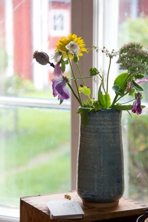 Nyttokeramik, som vaser, är Lilians egen specialitet.