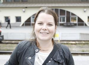 Linnea Jonsson, 28 år, student, Göteborg.– Jag ska till Göteborg och har betalat 590 kronor för hela resan. Bokade sista minuten i dag och hoppades på att det inte skulle bli så dyrt så jag hade tur. Men jag såg att det hade varit dyrt annars.