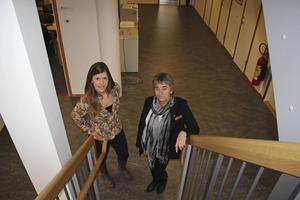 Frida Svensson-Jonsson och Liselotte Fagerström är nöjda med frivårdens nya lokaler. På nedre plan är det bara kontor och arbetsplatser för de anställda.
