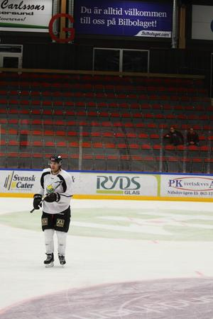 ÖIK:s Kenny Källström hade tur. Han är en av många hockeyspelare som drabbats av hjärnskakning men har klarat sig bra. I morgon är han med och spelar mot Sollefteå.
