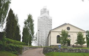 På söndag installeras Bjursås församlings nya kyrkoherde Helena Markfjärd. OBS: Bilden är tagen i samband med att kyrktornet vid Bjursås kyrka renoverades, våren 2014.