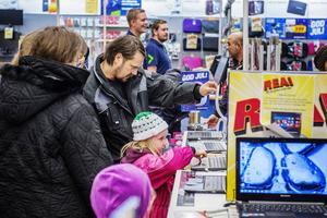 Kent Norberg med familj var på jakt efter en ny dator.