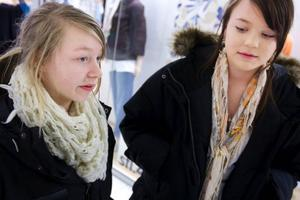 Victoria Ifrén och Sophia Moén är medlemmar på flera internetsajter.  Foto: Håkan Luthman