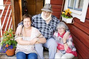 Här är den första familjebilden på Gösta Olofsson, Sonja Väärä och Marianne Vuolle.Foto: Sandra Högman