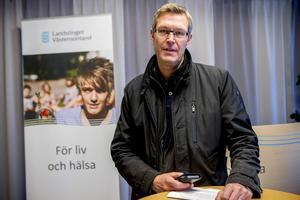 Erik Lövgren (S) blir plötsligt nummer ett i landstingspolitiken. Han betonar att han är LÄNSpolitiker och inget annat.