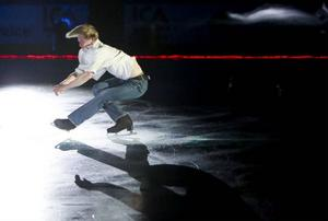 Isdans med en världsartist var en av höjdpunkterna under gårdagskvällens invigning av den nya arenan.