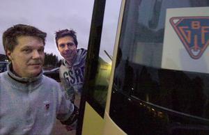 170 i bandybussen väntade för tränare Hans Åström och Per Hellmyrs.