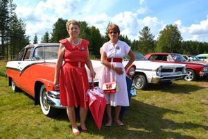 Ingrid Andersson och Monika Matthed från Äppelbo har lagt ned tid både på bilen och utstyrseln.
