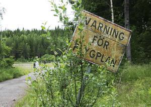 Två insändarskribenter ifrågasätter i dag byggandet av en ny flygplats i Sälen.