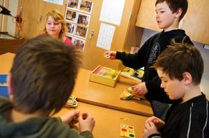 När LT hälsade på under Orrvikens skolas mattetemadag spelades det bland annat geometribingo.