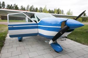 Cessnan pryder verkligen uppfarten hos familjen Hoffman i Siljan airpark.