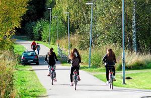 Gång- och cykelbana på Önsta-Gryta.