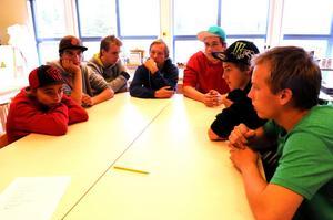 Casper Norberg, David Isaksson, Joakim Hultgren, Rasmus Björkqvist, Rickard Jansson, Emil Hammarström och Johan Björkqvist skulle gärna ha svar på frågan var de får vara med sina bilar.