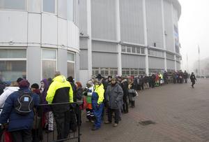 Biljettkön ringlade sig från Scandinavium nästan hela vägen bort till Korsvägen när biljetterna till Bruce Springsteens konserter på Ullevi släpptes på torsdagsmorgonen.