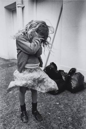 """""""Gråtande barn"""" från 1978 av Christine Voge frånutställningen """"No Such Thing as Society"""" som visas på Arbetets museum i Norrköping.Foto: Ron McCormick"""
