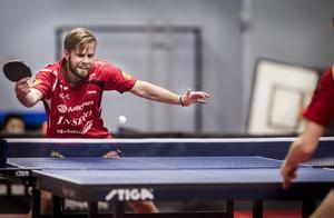 Jon Persson vann sin match i tre raka set.