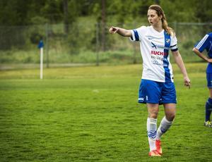 Malin Persson är även tongivande med fotbollsskor och gräs under fötterna. Nästa säsong spelar hon i division I med sitt IFK Timrå.