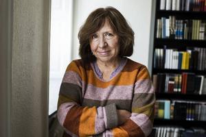 http://tt.se/media/image/4EBE5D45E03946AB8F652093DCF2ED6C   Nästa vecka tar Svetlana Aleksijevitj emot Nobelpriset i Stockholm.