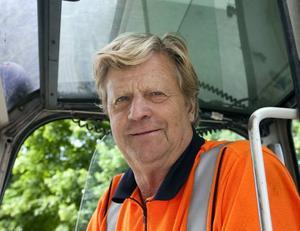 Lasse Lindbom, 65– Jag hoppas det, vore bra om de fick tag i den skyldige, vore på tiden också.