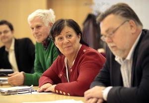 Demokratiutvecklaren Hans Gyllow, till vänster, har bistått arbetsgruppen. Göte Bohman (MP), Siw Karlsson (S) och Håkan Rönström (M) ingår i gruppen, tillsammans med ytterligare fyra politiker.