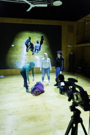 Repetitionsbild av Isabela Duarte Nilsson, Emelie Strömberg, Karin De Frumerie och Ylva Gallon i Backa teaters version av