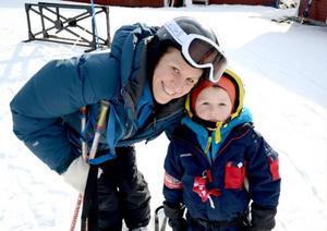 Anna Forsberg och sonen Ludvig, från Stockholm trivdes i backarna på Björnen under sportlovsveckan.