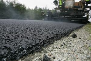 Vad har hänt med den nyasfatlerade vägen mellan Åmots Bruk och Svartnäs? Bilden är tagen i ett annat sammanhang.