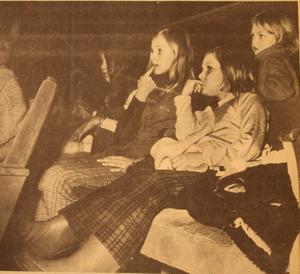 1971. Bio är också en bra sportlovsaktivitet, om vädret inte är det bästa. De här barnen hade turen att få tag på biljetter till Tarzan och ser ut att gilla filmen.