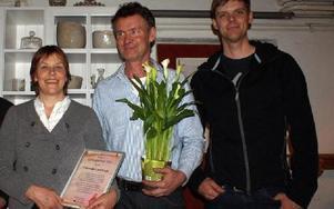 Familjen Wålstedt, Dala-Floda, är Naturskyddsföreningen i Dalarnas miljöpristagare 2011. Från vänster Margareta och Tryggve Wålstedt och äldste sonen Per Wålstedt.FOTO: CHARLOTTA RÅDMAN FRANS