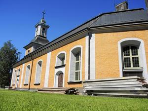 Gustafs kyrka är en fasadrenoveringen vackrare än någonsin. Dock återstår arbetet med kyrktornet som beräknas vara klart före hösten.