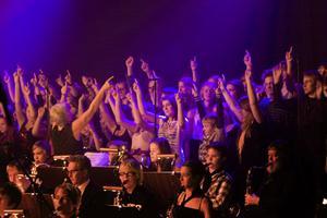 50 körsångare och en orkester på 100 personer gav en fin omramning av evenemanget.