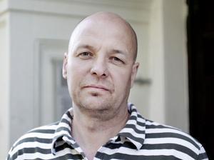 Mikael Boeng, 47 år, säljare, Gävle:– Jag är nyinflyttad så jag vet inte vad det skulle kunna vara. Det är väl skärgården som är intressant, Limön. Fast det kanske är problem att ta sig ut dit. Mackmyra, då slipper de åka till Skottland.
