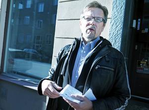 Roland Qvist anser att hans mamma  vanvårdades av hemtjänsten.