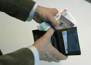 Sandvikenföretagaren hävdar att han gärna gör affärer med kontanter. Men Skatteverket menar att han smitit undan skatt på miljonbelopp.