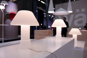Vackra Lampyre är formgiven av Inga Sempé för Wästberg, och består av två delar - båda gjorda i mjölkvitt glas.