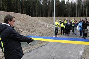 Först Biskopsgårdens förskola i onsdags och så nya cykelvägen i torsdags. Kommunalrådet Leif Pettersson (S) har fått god träning som bandklippare och invigningstalare denna vecka.
