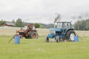 Traktorrace kan man få ta del utav på söndag, en populär aktivitet under veckan som drar en del publik. Foto: John Leander.