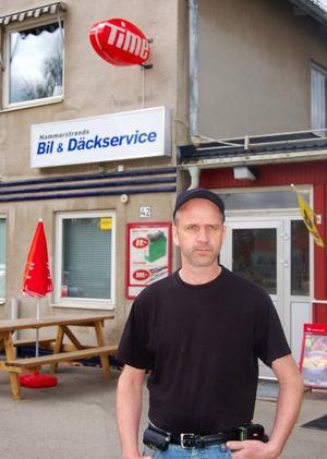 Janne Karlssons bilverkstad har  utökats med både mataffär och djuraffär.