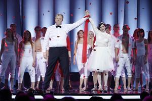 Programledarna Anders Jansson och Nour El Refai vid fredagens genrep till Melodifestivalen 2014 i Friends arena. Foto: Fredrik Persson/TT