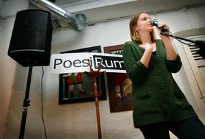 Kvällens segrare Kata Nilsson har läst poesi hos PoesiRum sedan hon var 12, nu blir hon en av två som åker till SM i Norrköping i vår.