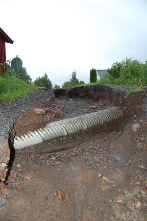 Simon Johansson har tagit bilden som visar skador som uppstått av regnet i borlänge, i Hönsarvet fredag den 10 juli 2009.