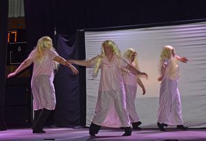Teater Buffé från Mölndal bjöd på en skräckfylld teatersaga bland älvor, häxor och troll.