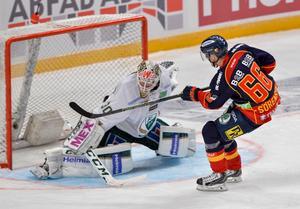 Marcus Sörensen missar en straff i en match med Djurgården mot Färjestad i december. Långsiktigt har dock Sörensen siktet väl inställt. Han vill till NHL, men vill känna sig ordentligt förberedd.