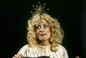 Siw Malmkvist i rollen som goda fen Dorabella alias Marabella vid TV-inspelningen av SVT:s julkalender