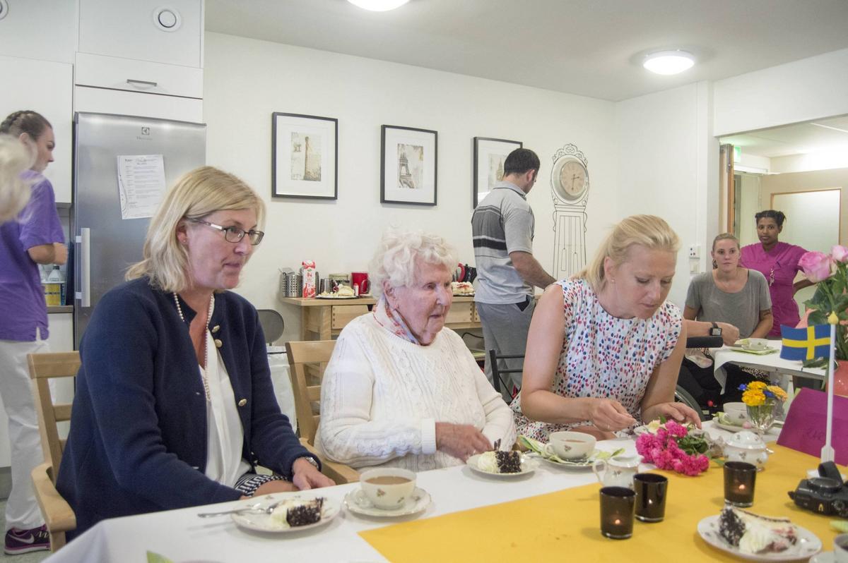 dejta kvinnor i nordingrå