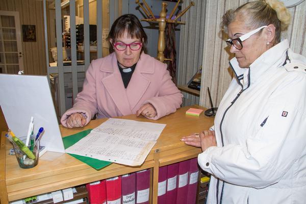 Ett 80-tal personer har skrivit under namninsamlingen i syfte att få behålla Marie Blommé som kyrkoherde i församlingen.