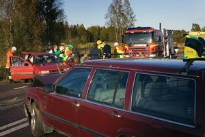 Tre personer skadades vid en trafikolycka på riksväg 50 vid Kinsta, Söderala.